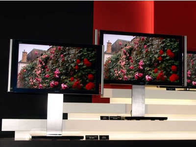 http://www.itechnews.net/wp-content/uploads/2008/08/sony-bravia-x1-and-xr1-series-lcd-hdtvs.jpg