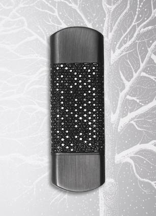 http://www.itechnews.net/wp-content/uploads/2008/11/dunhill-jpf8805h-black-diamond-usb-flash-drive.jpg