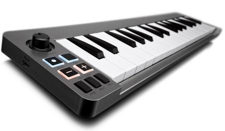 Avid M-Audio Keystation Mini 32 ultra-portable keyboard controller 1