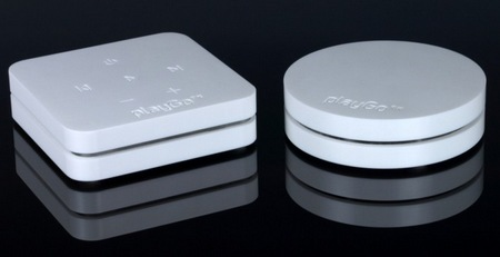 playGo USB Streams Music from PC Mac to Home Audio System white