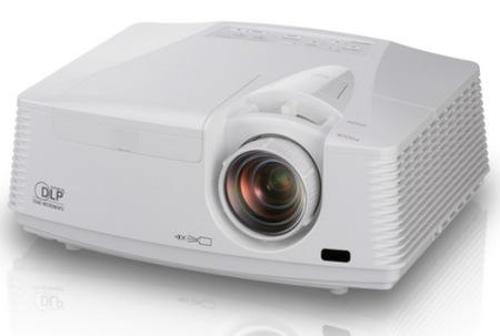 Mitsubishi WD720U and XD700U Professional DLP Projectors angle