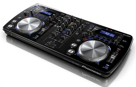 Pioneer XDJ-AERO WiFi-enabled DJ Controller 1