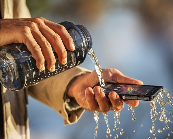 Sony Xperia Z 5-inch Full HD Android Smartphone with HDR Video in use waterproof