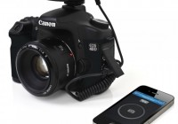 Satechi Bluetooth Smart Trigger Turns iPhone into a DSLR Remote Control attached