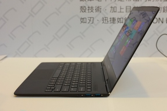 Inhon Blade 13 Carbon is the World's Thinnest and Lightest Notebook side