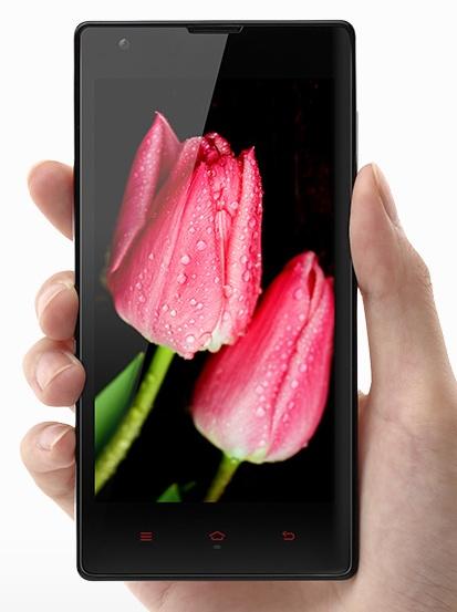 Xiaomi Hongmi (Red Rice) 4.7-inch Quad-core Smartphone on hand
